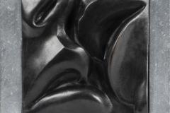 De Kus, Brons, zwart gepatineerd, 23x23 cm.