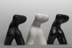 De Wandelaar, Gietsteen (zwart) en Brons (zwart gepatineerd) 27 cm